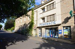 la maison medicale et la pharmacie